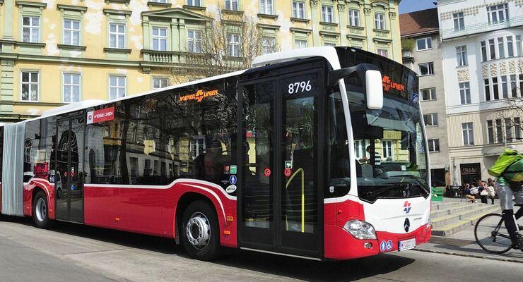 13A ab 11.April 2015 mit Gelenkbussen unterwegs