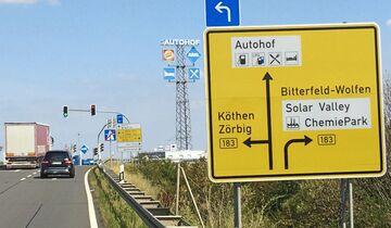 Autobahnkanzlei FF 10/2019, Autohof Bitterfeld, Verkehrsschild.