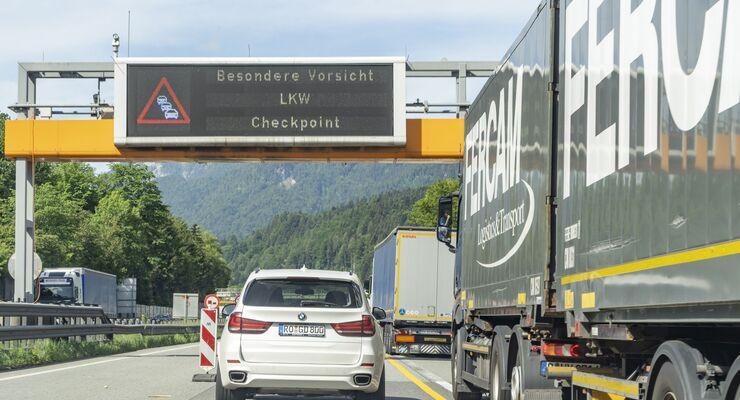 Bilder einer Lkw-Blockabfertigung auf der Inntal-Autobahn A12 in Tirol