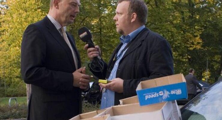 Bundesverkehrsminister Wolfgang Tiefensee (SPD) und FERNFAHRER Nightshow-Moderator André Sahorn