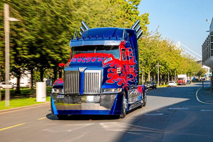 Der Western Star 5700 löst den Peterbilt 379 als Transformers-Hauptdarsteller Optimus Prime ab.