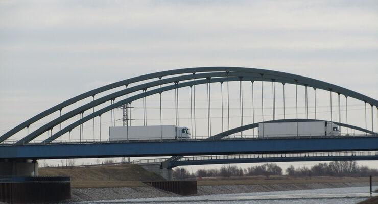 Elbekanal, Brücke