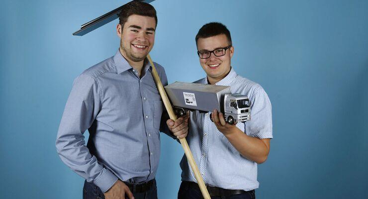 Kevin Erdmann (links im Bild) und Lauritz Abel von der Gewerblichen Schule Künzelsau, Jugend forscht 2018, Lkw Planen enteisen