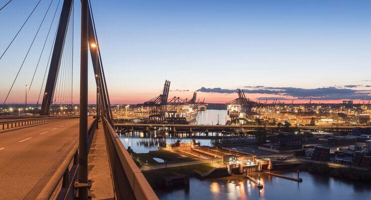 Köhlbrandbrücke am Hamburger Hafen