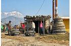 Lkw-Fahren in Nepal, Reifenservice