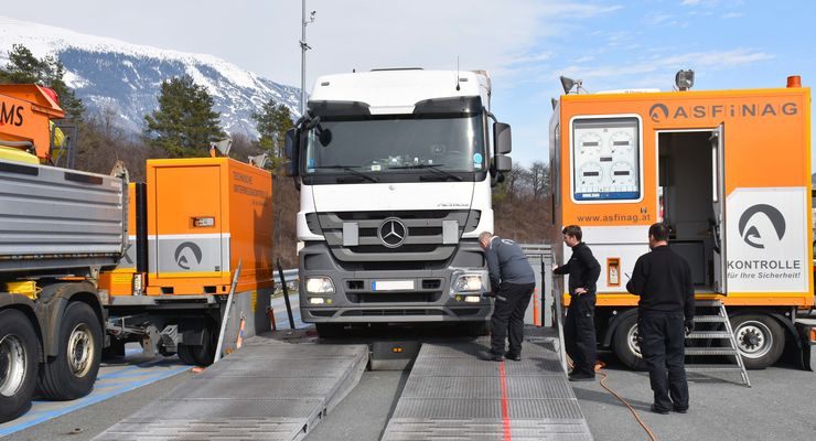 Lkw-Kontrolle in Tirol