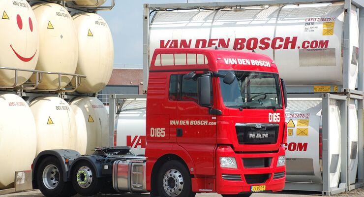 Lkw des Silo-Logistikers Van den Bosch
