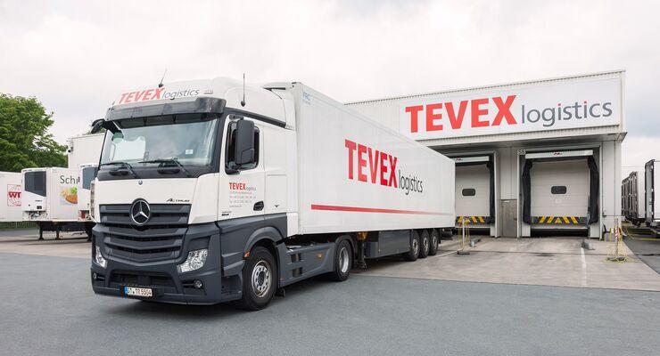Lkw von Tevex Logistics, einer Tönnies-Tochter, an der Rampe.