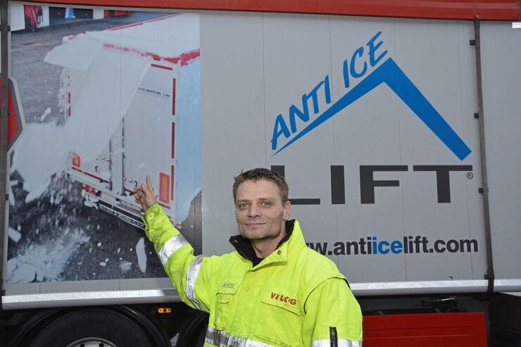 Martin Schumacher von Velog aus Knittlingen fährt mit einem Schubbodenauflieger quer durch Deutschland. Gegen Eisbildung auf der Dachplane sorgt ein einfaches Hubsystem. Profi im Profil FF 3/2018.