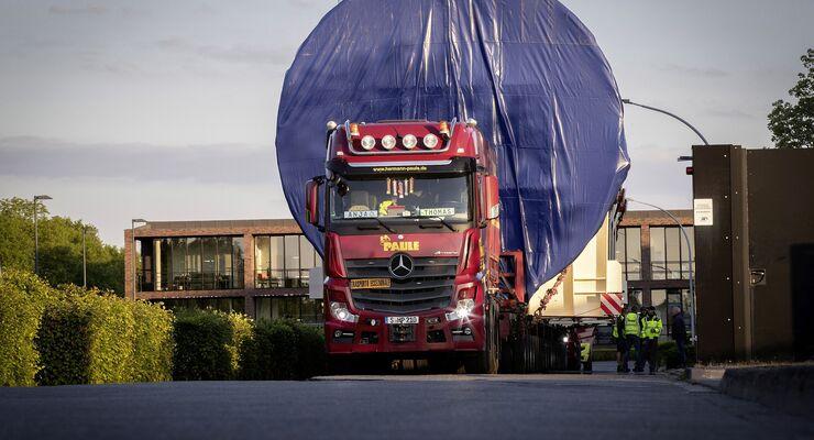 Mercedes-Benz Actros transportiert Druckbehälter