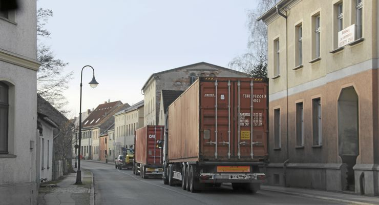 Polen-Doppel passieren brandenburg. Dorf