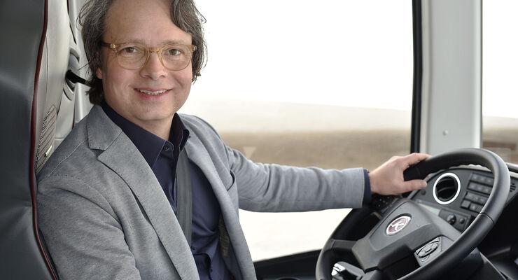 Stefan Handt übernimmt ab März 2018 das Design bei Daimler Buses, hier bei der Vorstellung des Setra S531 DT in Valencia. Verwendet für News am 09.04.2018
