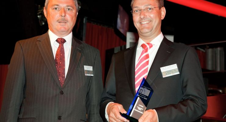Thomas Paul Göttl, Geschäftsleitung ETM-Verlag, und Prof. Dr. Volker Simon, Geschäftsleiter Vertrieb ISRINGHAUSEN GmbH & Co. KG