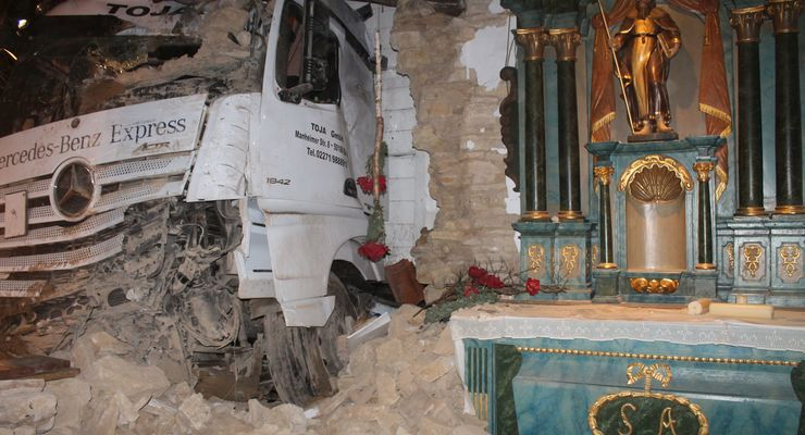 Unfall, Lkw, Kirche