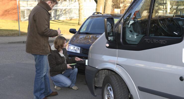 Unfall-Verursacher zahlt auch teure Gutachten
