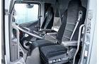 Verteiler-Lkw von Mercedes, Kabine, Motortunnel, Sitze