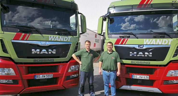 Wandt Spedition MAN 25 Jahre bei Wandt links Thomas Tomaszewski, rechts Ingo Seekircher